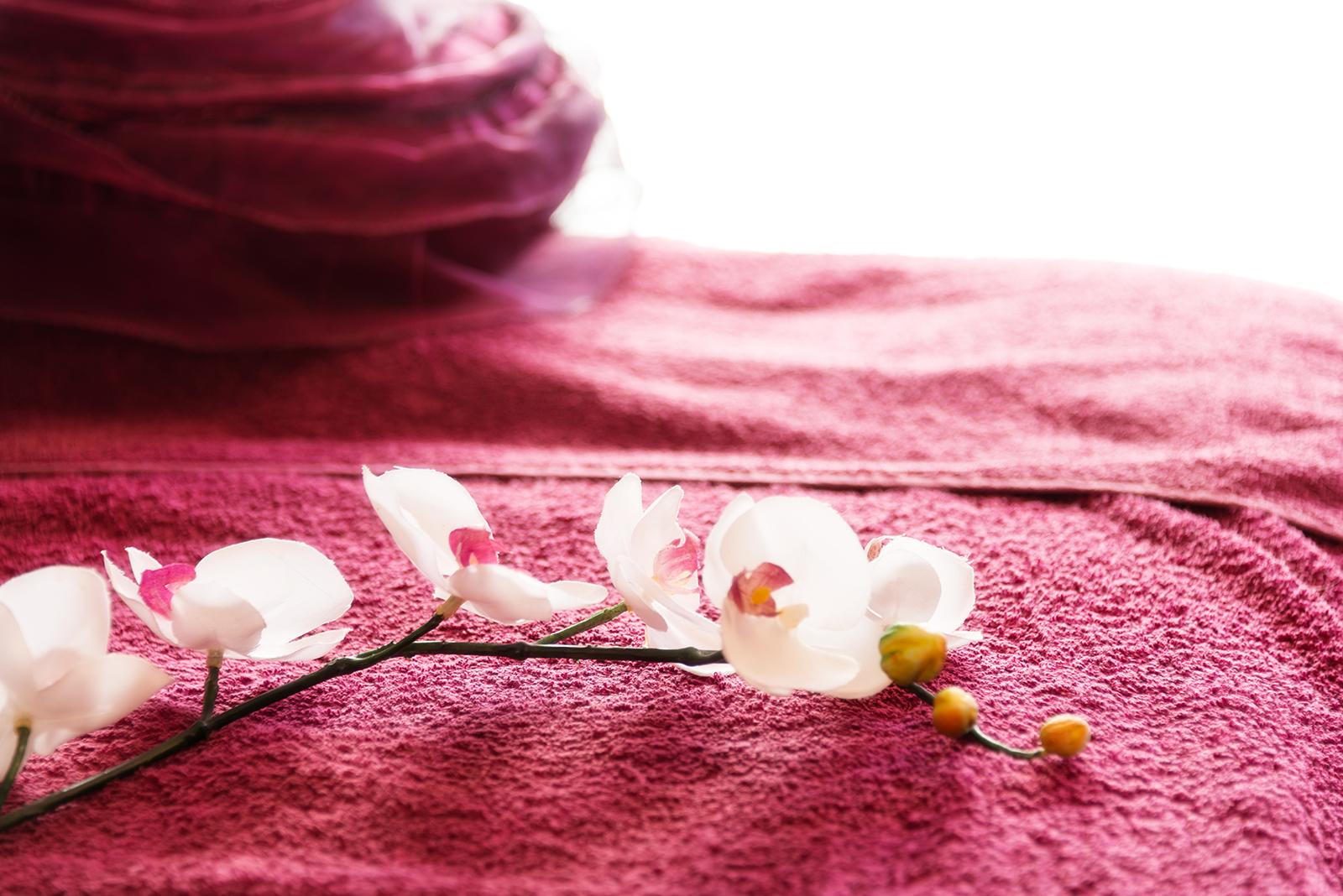 Blume auf Handtuch Kosmetikstudio Papillon